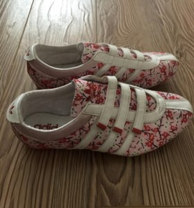 Продаю новые кроссовки