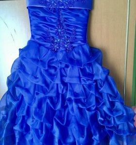 Продам нарядное пышное платье для девочки.