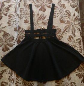 Продам чёрную юбку на лямках.