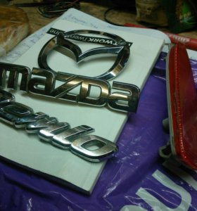 Эмблема и шильдики Mazda Demio