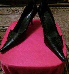 Туфли на шпильке кожаные