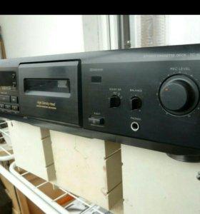 Sony TC-KE 200. Stereo Cassette Deck