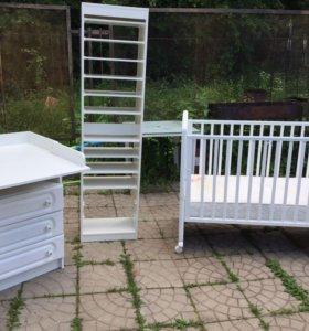 Кроватка, комод-пеленальный столик, стеллаж
