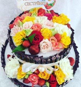 Торты из конфет и цветов