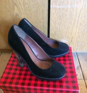 Чёрные, замшевые туфли