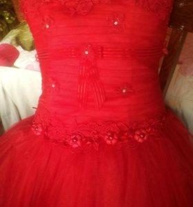 Платье с разновеликим подолом