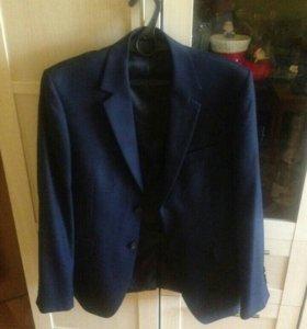 Продаю костюм Galardi.