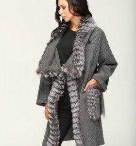 Пальто осеннее-зимнее с натуральным мехом лисы