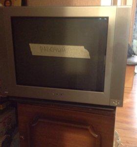 Телевизор в рабочем состоянии.