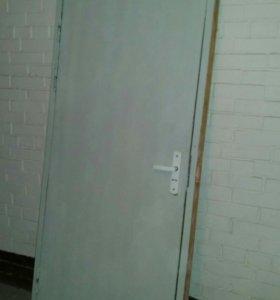 Дверь оргалитовая с замком