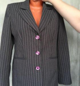 Женский новый пиджак L