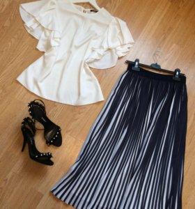 Блузка, юбка, платье, босоножки.