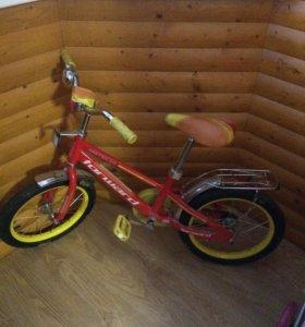 Детский велосипед (в комплекте ещё 2 колеса)