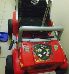 Детская машина на аккумуляторе Peg-perego