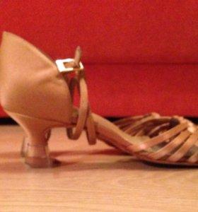 Туфли для бальных танцев, латина