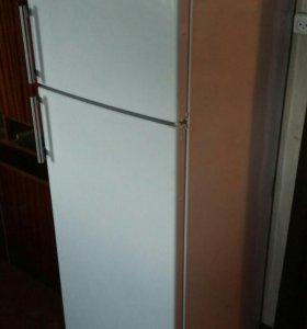 "2-ва Холодильникa ""CANDY"""