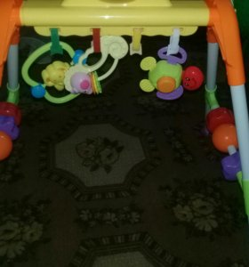 Стойка с игрушками для малышей