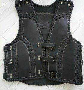 Кожаный жилет броня для мотоциклиста 46 размер