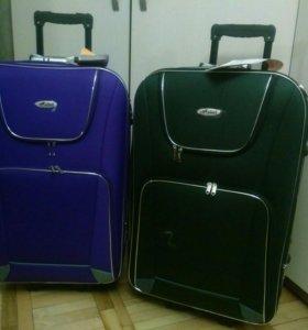 Большие чемоданы на колесах