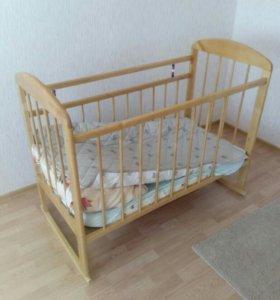 Детская кроватка с матрацем.
