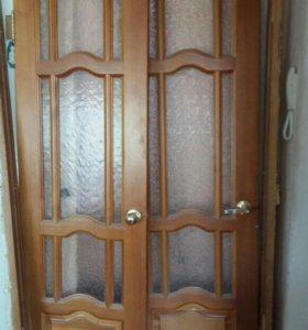 Дверь деревянная две створки, стекло.