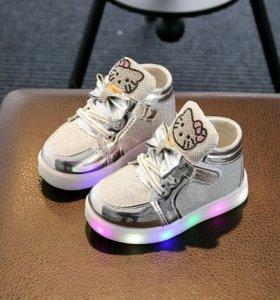 Обувь светящиеся кроссовки