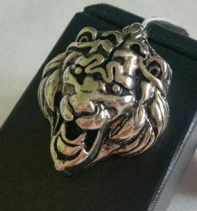 Подвеска на шею в виде Льва