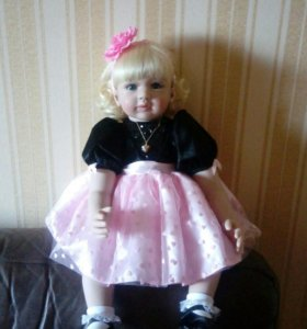Новая красивая кукла