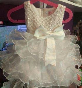 Очень красивое пышное платье на годик