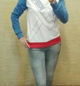 Свитшоты и джинсы