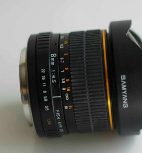 Samyang 8 mm f/3.5 fish-eye Canon
