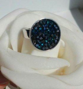 Кольцо с кристаллом Сваровски