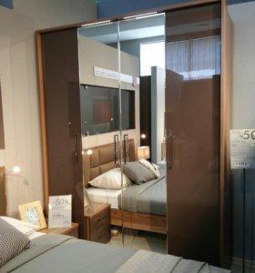 Шкаф 4 дв.с зеркалом и светильниками