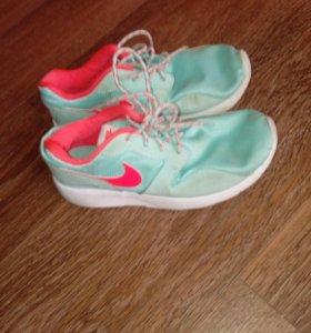 Кроссовки на девочку Nike