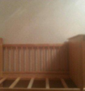 Детская кроватка для малыша.