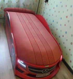 Кровать-машинка 'мерседес ' красного цвета!