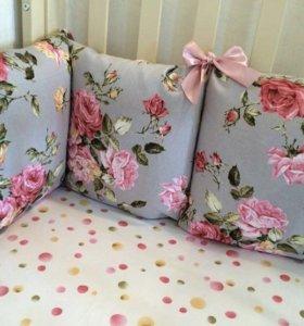 Новый комплект в детскую кроватку, бортики-подушки