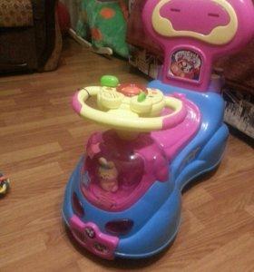 Машинка-каталка детская.