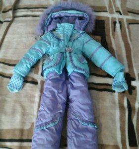Зимний костюм на девочку. А варежки в подарок.