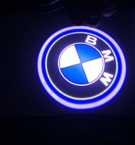 Лампочки в двери с логотипом BMW