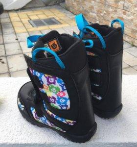 Ботинки для сноуборда детские.
