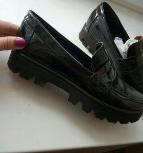 Ботинки лаковые 41р