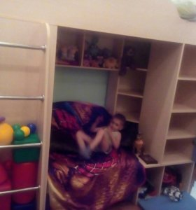 Кровать-чердак с шкафами и диваном