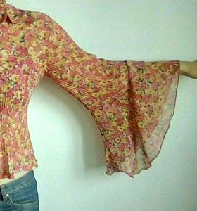 Блузка с расклешёнными рукавами