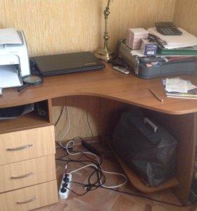 Стол письменный с выдвижными ящиками