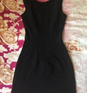 Обтягивающее платье с открытой спиной