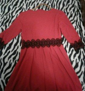 Платье красное с рюшами