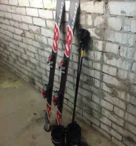 Горнолыжный комплект (лыжи, ботинки, палки)