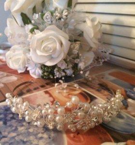 Диадема и искусственный букет невесты