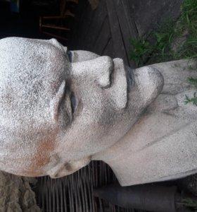 Скульптура В.И Ленина